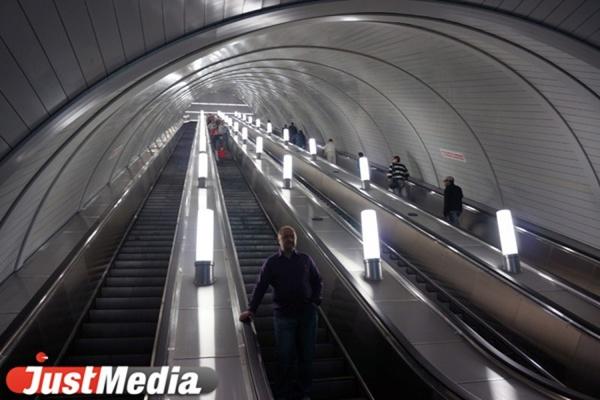 На станции метро «Площадь 1905 года» ребенку зажевало ногу эскалатором