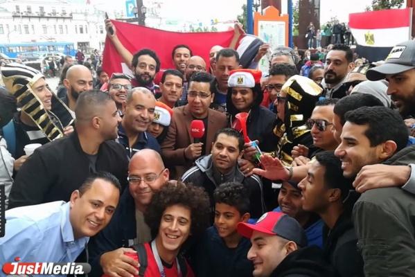 Египетские болельщики и фараоны заполонили улицу Вайнера. ВИДЕО, ФОТО