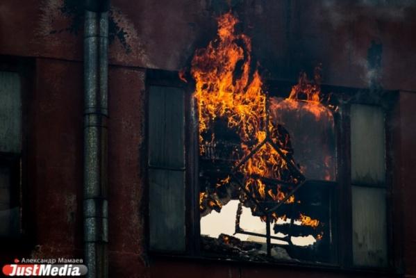 В Первоуральском городском округе сгорел четырехквартирный жилой дом