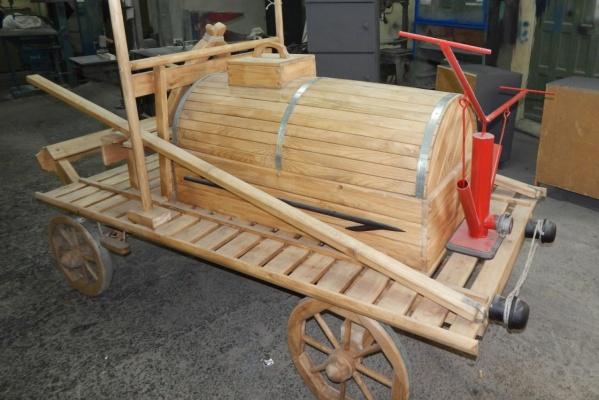 В ИК-12 смастерила макет пожарной конной телеги образца 1850 года