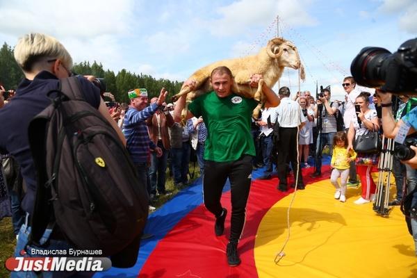 Гусиные бега, казанских джигитов и уральский фарфор увидят гости областного Сабантуя