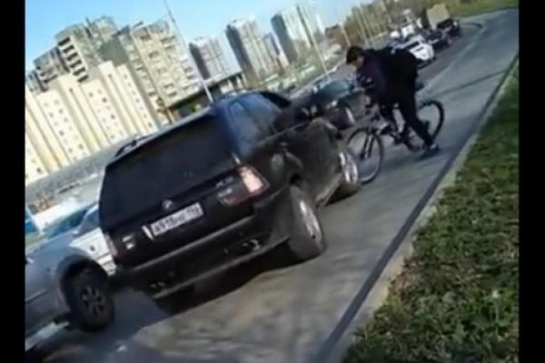 Водителю BMW, наехавшему на велосипедиста на тротуаре, грозит до 5 лет лишения свободы