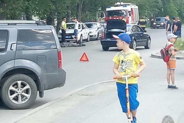 В Екатеринбурге на Крестинского насмерть сбили пенсионерку