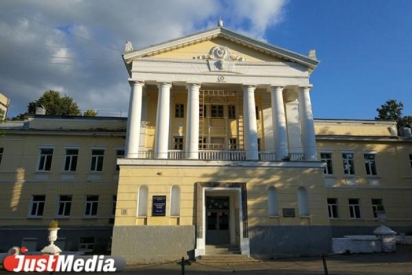 РПЦ, претендующая на здания колледжей в центре Екатеринбурга, предоставила суду экспертизу и дореволюционные фото