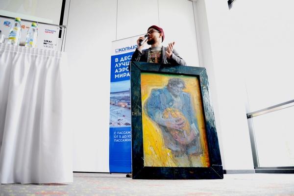 Екатеринбуржец подарил картину знаменитому режиссеру и хедлайнеру UMN Эмиру Кустурице