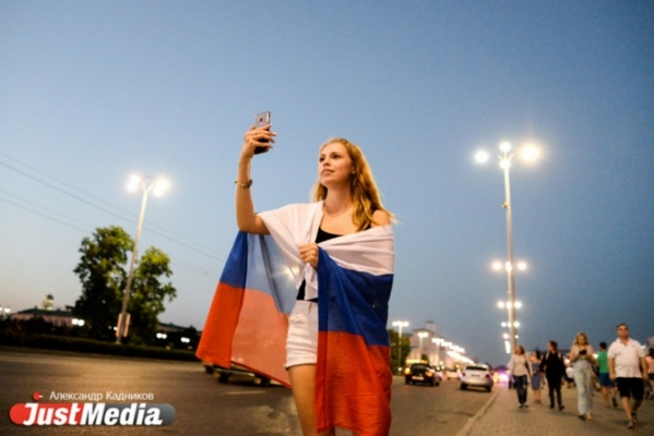 Всю ночь Екатеринбург стоял на ушах после победы России над сборной Испании. ФОТОРЕПОРТАЖ