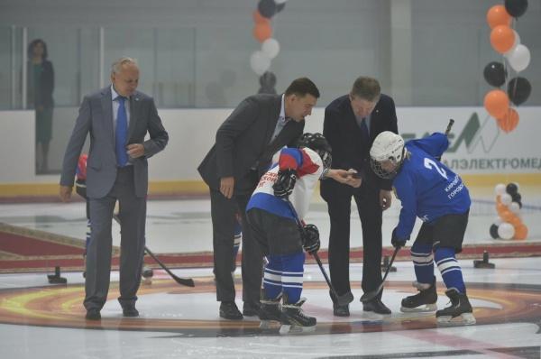 В Кировграде дети будут учиться в школах в одну смену и тренироваться в хоккее на новой ледовой арене