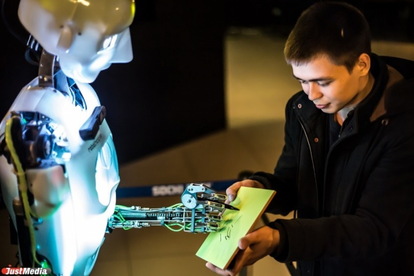 «Роботы избавят людей от грязного ручного труда и помогут перейти на творческую работу»
