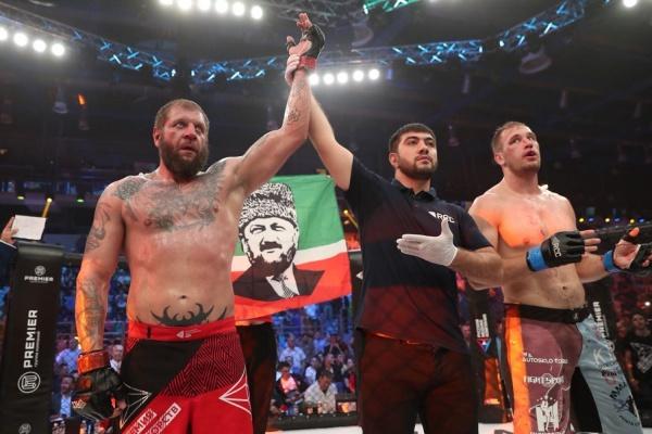 Емельяненко отправил чеха Пешту в нокаут на турнире по MMA