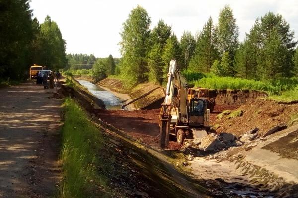 В Североуральске из-за провала в канале реки Калья по-прежнему нельзя пить водопроводную воду
