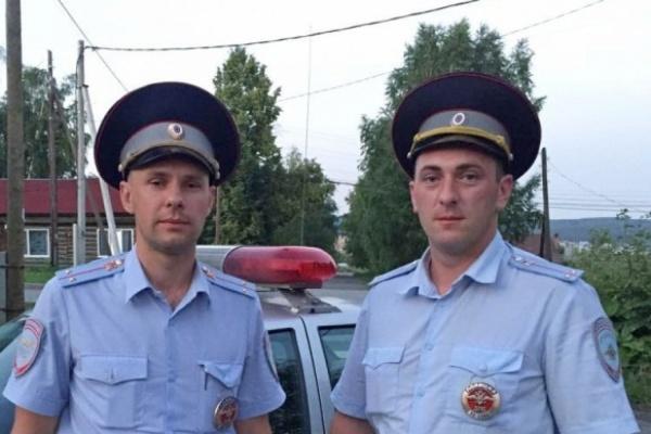Свердловские полицейские доставили в больницу мужчину, у которого выпал плечевой сустав и потемнела рука
