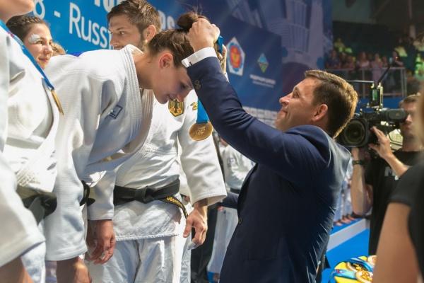 Евгений Куйвашев наградил немецких дзюдоистов, выигравших командный Чемпионат Европы в Екатеринбурге