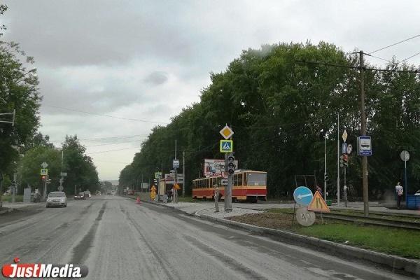 «Проезжают на красный!». На перекрестке улиц Братская и Титова больше недели беспорядок со светофорами