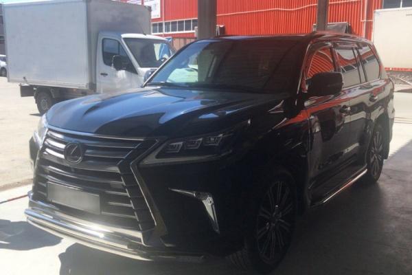 В Екатеринбурге приставы арестовали новенький Lexus LX570 за долг в 45 тысяч рублей. ФОТО