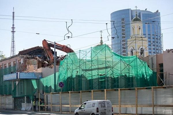 В Екатеринбурге на месте бывшей бани «Бодрость» будут оливковые «Сандуны». Фото: Дмитрий Колезев, Facebook.