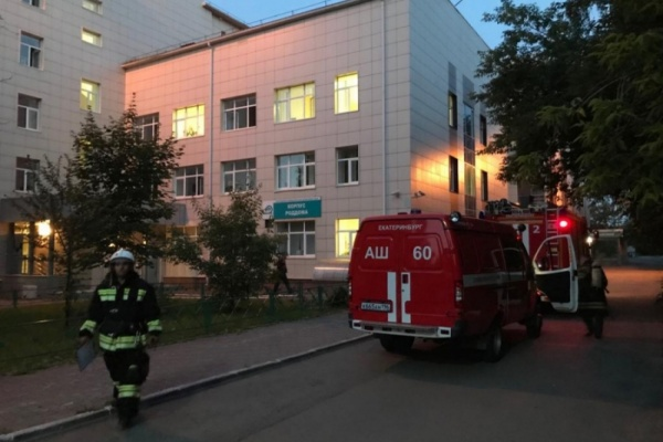 В Екатеринбурге из пожара в роддоме ЦГБ №40 эвакуировали 170 человек, в том числе 49 детей