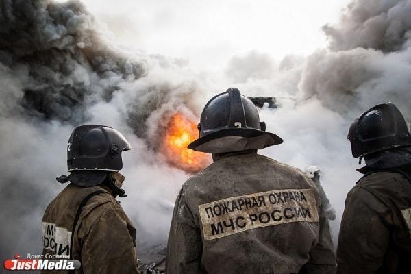 «Причиной пожара стал поджог». Опасения хозяйки сгоревшего дома на Шарташе подтвердили в МЧС