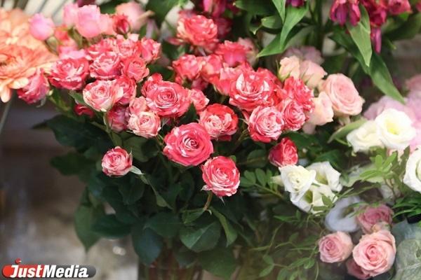 В Кольцово нашли 420 зараженных срезов цветов. Этих роз и хризантем больше нет