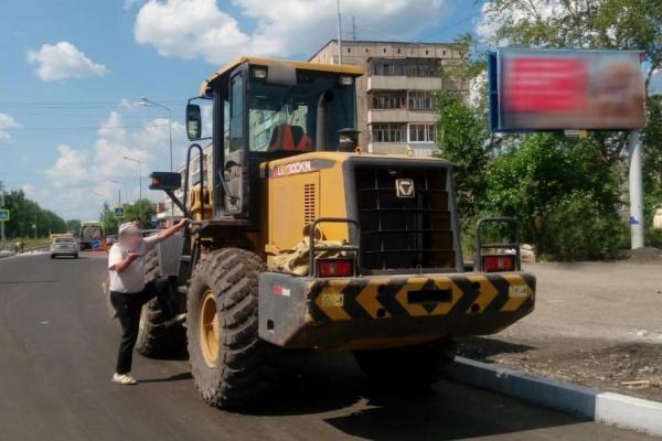 В Нижнем Тагиле приставы арестовали дорогую строительную технику