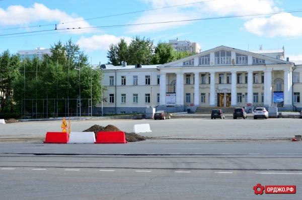 У центра культуры «Эльмаш» отремонтируют тротуары и установят светофоры