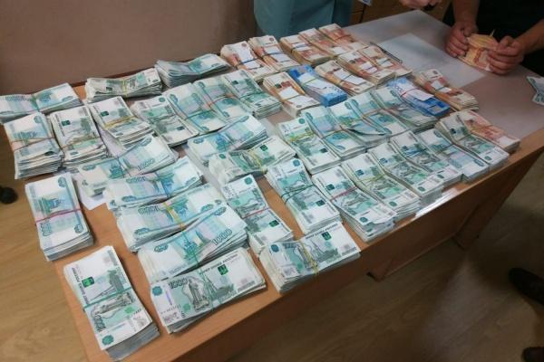 На Кольцовской таможне задержали китайца с чемоданом денег