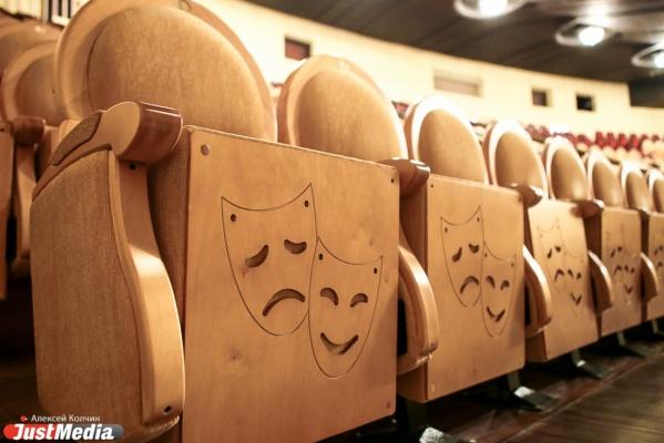 «Нет театра Чехова или Островского, зато есть театр Петькина, который все выворачивает». В Екатеринбург на гастроли приехала Хабаровская драма