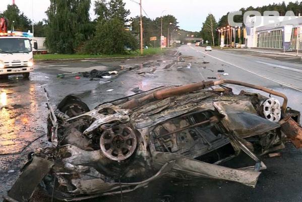 На Березовском тракте несколько раз перевернулся и загорелся Peugeot. ФОТО
