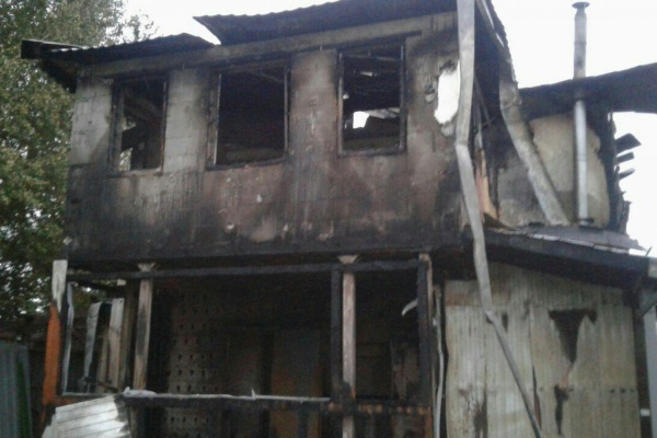 В Екатеринбурге в сгоревшем ночью доме нашли труп мужчины