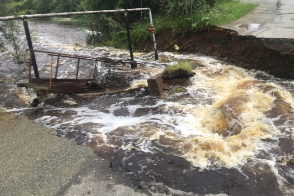 Рабочие рассказали, когда закончат восстанавливать размытую дорогу в Кировграде