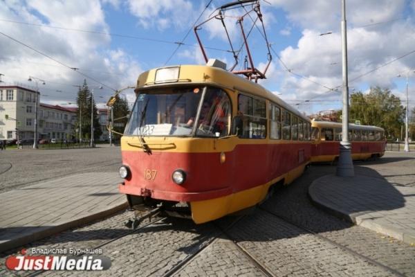 В Екатеринбурге до конца августа закроют движение трамваев по Челюскинцев