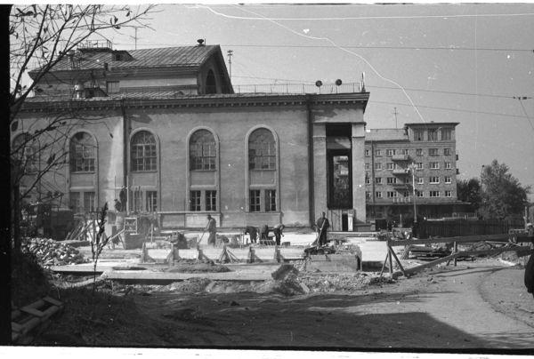 Фасад ДК ВИЗ на площади Субботников