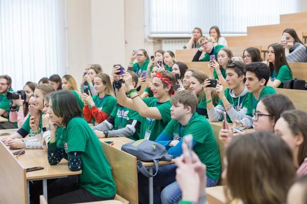 Два балла к ЕГЭ: еще 364 школьника России и Казахстана готовы к поступлению в вуз