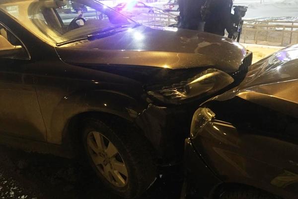 В Екатеринбурге автоледи на Audi Q7 влетела во встречную Priora и покалечила мальчика-пассажира