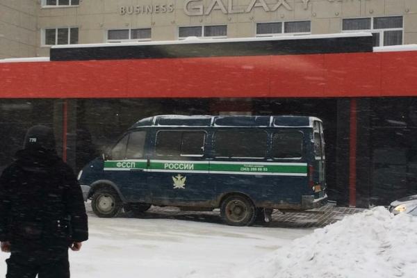 В Первоуральске приставы закрыли недостроенную гостиницу, которая активно принимала постояльцев