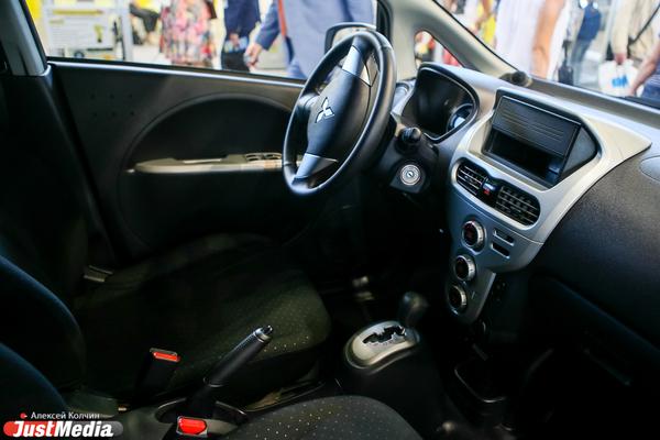 У должника отберут кроссовер Mitsubishi, если он не рассчитается по долгам