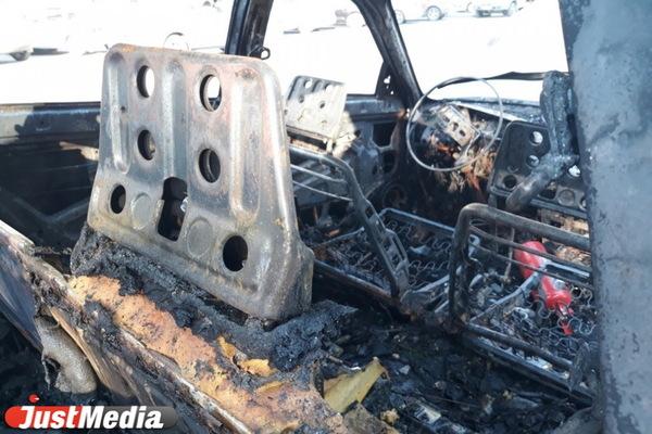 В Дегтярске 29-летний екатеринбуржец задушил своего друга в машине и сжег ее