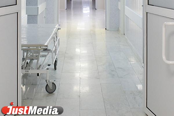 В больнице Каменска-Уральского трехмесячный ребенок упал с кушетки во время процедуры