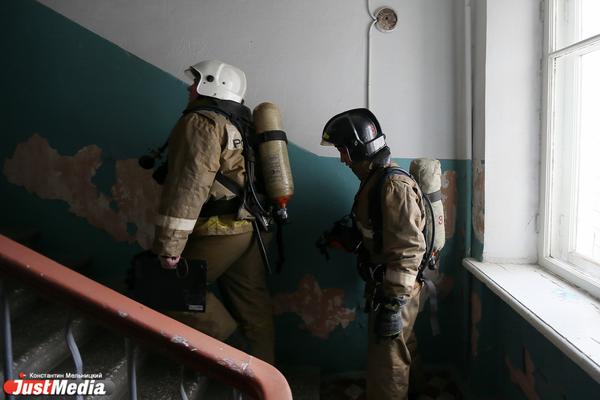 Два человека погибли в пожаре двухквартирного жилого дома в Екатеринбурге