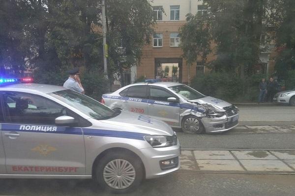Фото: сообщество «ДТП Екатеринбурга» в социальной сети «ВКонтакте».