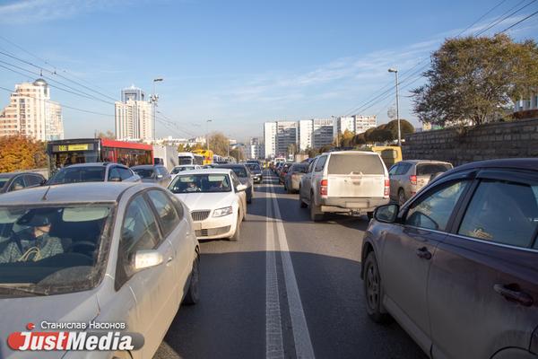 В Екатеринбурге вторую часть Малышевского моста неожиданно закрыли на ремонт
