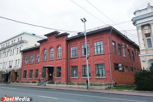 Здание второго народного училища Екатеринбурга на Карла Либкнехта, 8 «б» возвели к столетию Отечественной войны 1812 года