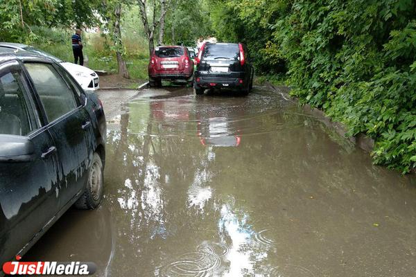 МЧС вновь пугает свердловчан грозами, градом и сильными дождями