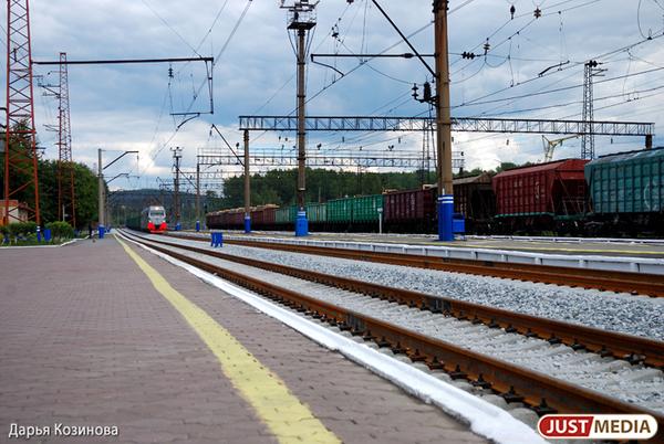 В Свердловской области грузовой поезд насмерть сбил мужчину