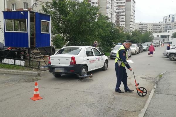 Во дворе дома в Екатеринбурге Renault переехал 10-летнего велосипедиста