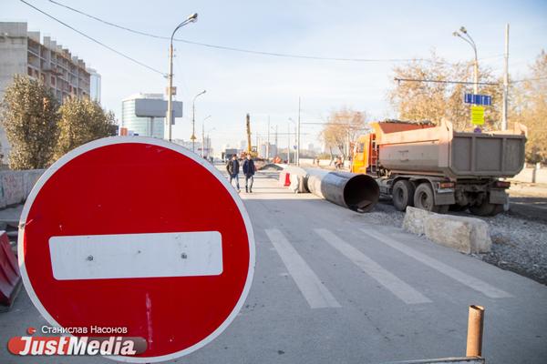 В Екатеринбурге из-за строительства трамвайной ветки до Верхней Пышмы перекрыли проспект Космонавтов