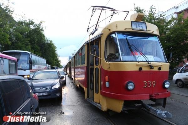 В Екатеринбурге на перекрестке 8 Марта – Фрунзе ради автомобилистов могут сузить тротуары