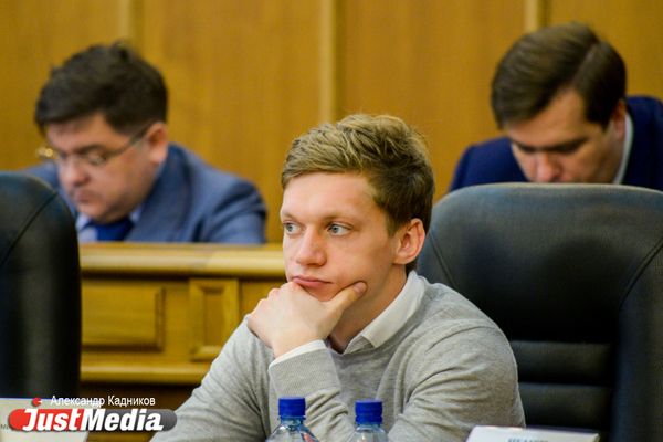 «Это идиотизм». Депутат гордумы Екатеринбурга раскритиковал мэрию из-за новых трамвайных остановок на 8 Марта - Фрунзе