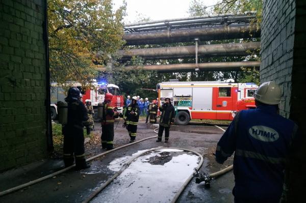 Пожарные уже два часа тушат завод «ВИЗ-сталь» в Екатеринбурге