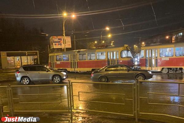 На Уралмаше трамвай сошел с рельсов
