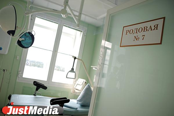 В Екатеринбурге, выпав из окна больницы, погибла роженица